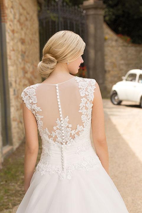 Brautmodetrend 2016: Brautkleider mit raffinierten Rückenansichten